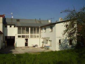 dům-ze-dvora-300x226
